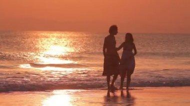 Lovers beach sunset — Stock Video