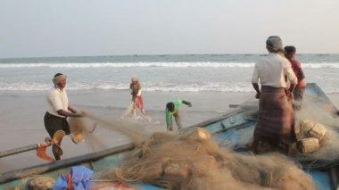 Checking fishing nets — Stock Video