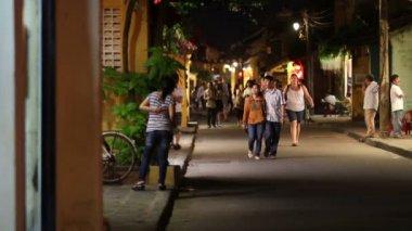 Mensen op de straat van de nacht — Stockvideo