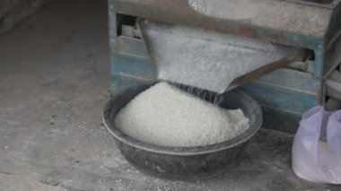 Rice sifting — Stock Video