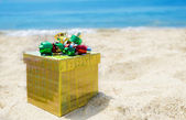 Gift box on the beach - holiday concept — Stock Photo
