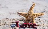 """签署""""爱""""与海滩上的海星 — 图库照片"""
