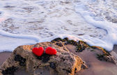 Two hearts by the ocean — Stock Photo