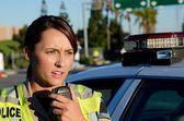 Vrouwelijke politieagent — Stockfoto