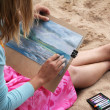 Girl draws picture — Stok Fotoğraf #27712575