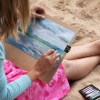 Foto Stock: Girl draws picture