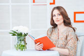 Young beautiful woman reading book — Стоковое фото