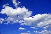 """""""The white clouds against the pure blue sky."""" — Foto Stock"""