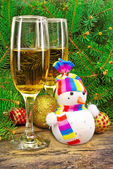 Wine glasses, snowman, Christmas toys, near New Year tree — Stock Photo