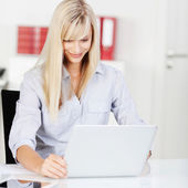 Modern young woman working on her laptop — Stock Photo