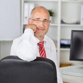 Confident Businessman rest on chin — Stock Photo