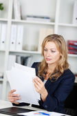 Businesswoman Reading Documents At Desk — Stock Photo