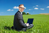 Businessman working outdoors under a blue sky — Foto de Stock
