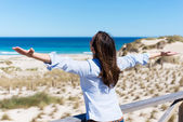 Woman With Arms Outstretched At Beach — Stockfoto