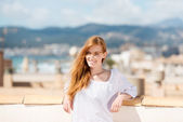 Woman vacationing at the seaside — Stock Photo