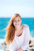 Gorgeous smiling woman at the sea — Foto de Stock