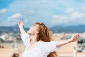 Beautiful woman rejoicing in the sunshine — Stock Photo