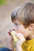Boy eating corn on the cob — Stock Photo