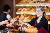 Dost pazarlamacı içinde geçen ekmek fırını — Stok fotoğraf