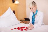 Housekeeper Arranging Petals In Heart Shape — Stock Photo