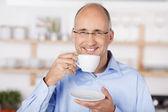 Happy mid age man — Stockfoto
