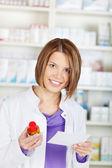 Kvinnliga farmaceut kemist — Stockfoto