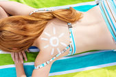 Bikini Woman With Sun Drawn On Back At Beach — Stock Photo