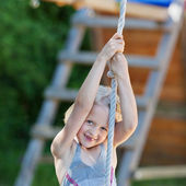 Girl plays with rope — Stock Photo