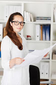 Attractive businesswoman with documents — Stockfoto
