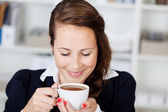 Woman enjoying a cup of coffee — Stok fotoğraf