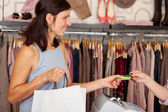 Customer With Shopping Bags Receiving Credit Card From Saleswoma — ストック写真