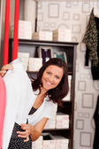 Female Customer Checking Shirt'S Fitting In Clothing Store — Stock Photo