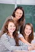 Studenti e insegnante felice — Foto Stock