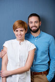 Smiling Couple Over A Blue Background — Stok fotoğraf