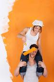 Couple is having fun redecorating — Stock Photo