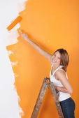 Smiling girl painting — Stock Photo
