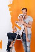 Happy couple redecorating — Stock Photo