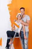 Happy couple redecorating — Stock Photo