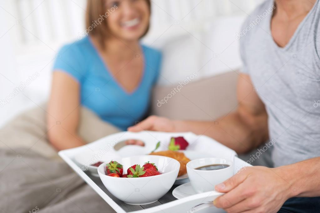 La colazione a letto foto stock racorn 26807531 - Vassoio per colazione a letto ...
