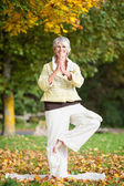 Smiling Woman Standing On One Leg While Doing Yoga — Stock Photo