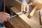 Carpenter's Hands Using Screw Clamp On Wood — Stock Photo
