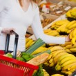 Woman Choosing Bananas In Grocery Store — Stockfoto