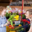 Mother and daughter buying fresh tulips — Stock Photo