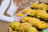 Shopper buying ripe yellow bananas — Stock Photo