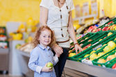 Mother and daughter in the supermarket — Stock Photo