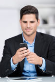 Businessman with a mobile phone — Stockfoto
