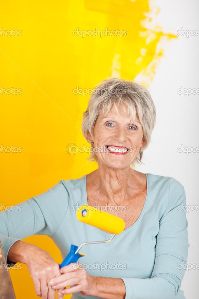 Зрелая женщина в желтом фото 736-721