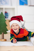 Noel Baba şapkası dilek listesi yazma çocukla — Stok fotoğraf