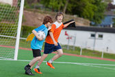 Youngsters celebrating on soccer field — Stock Photo