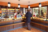 Customer in a modern bakery — Stock Photo